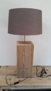 Vloerlamp, schemerlamp gebruikt steigerhout
