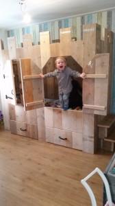 Kinderbed kasteel gebruikt steigerhout