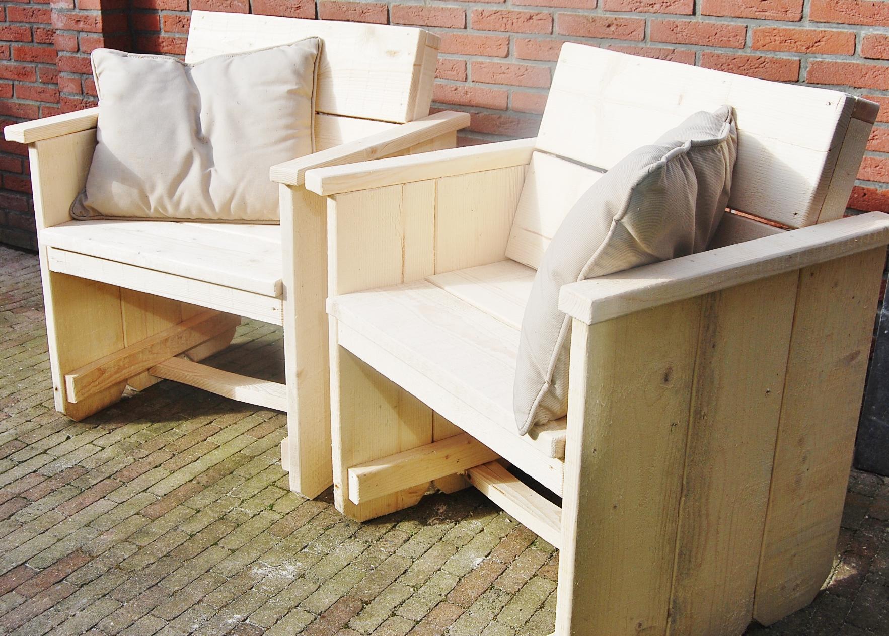Hoekbank Steigerhout Almere  Onze steigerhouten bloembak jaco staat te schitteren bij een
