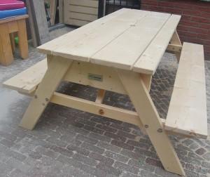 Picknicktafel met zand en watertafel steigerhout