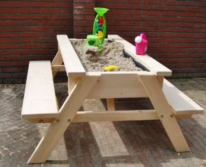 Picknicktafel met zandbak