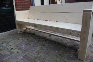 Tuinbank met brede leuning steigerhout