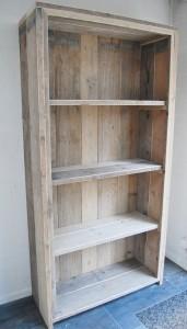 Boekenkast gebruikt steigerhout