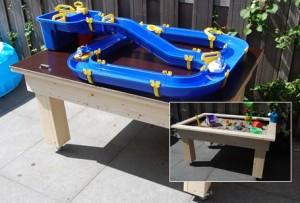 Zand en watertafel voor aquaplay waterbaan