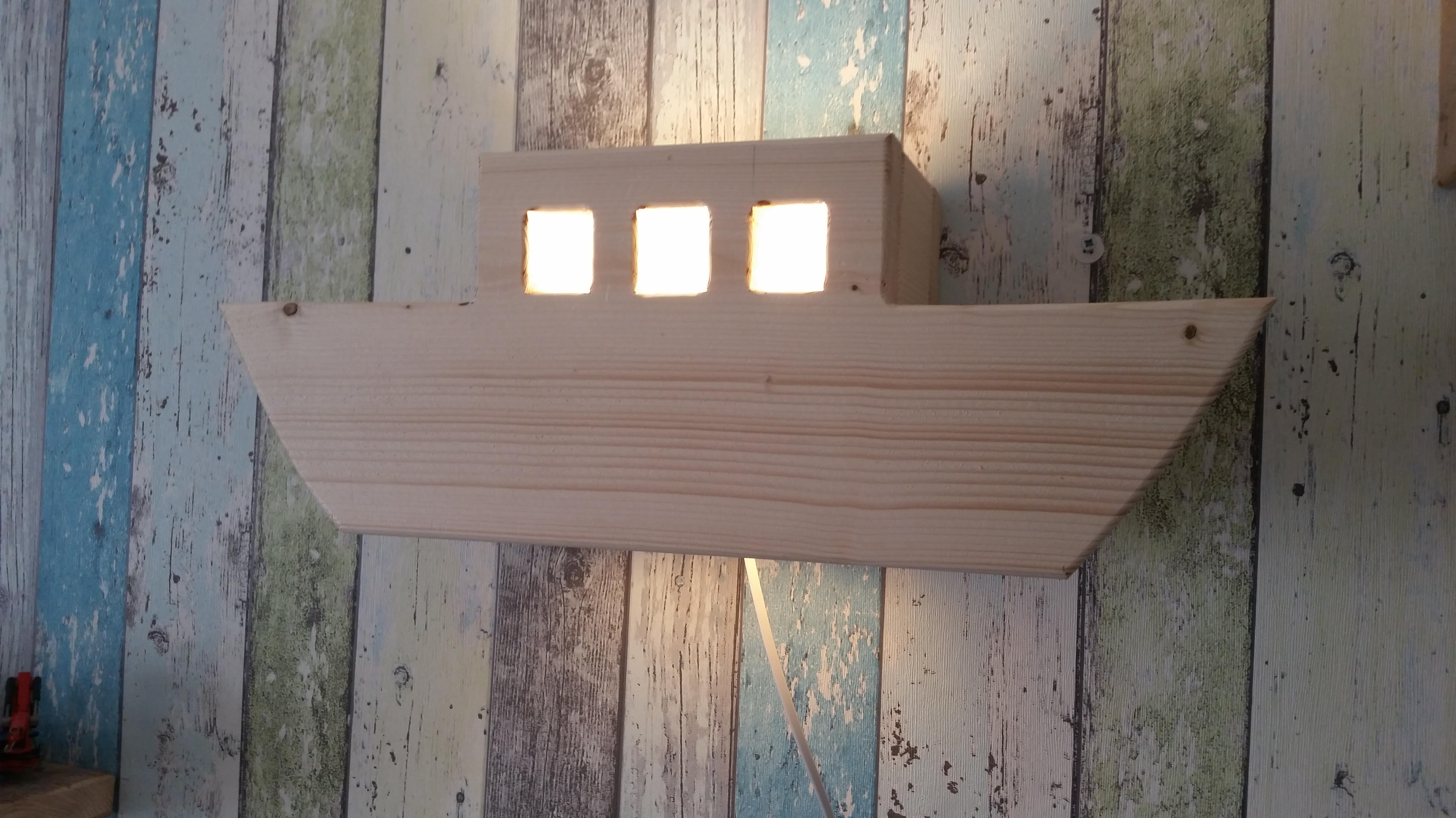 Voor in de kinderkamer: wandlampjes steigerhout bouw en