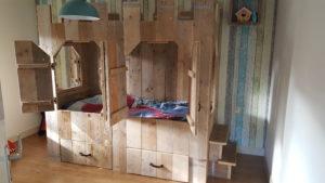 Kasteelbed ridderbed steigerhout
