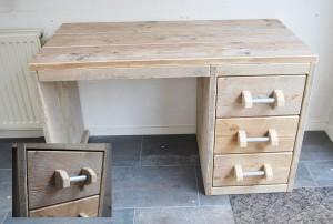 Bureau gebruikt steigerhout met ladekast