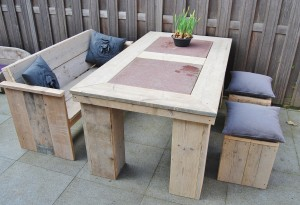 Tuinset, tafel, bank, poefjes gebruikt steigerhout