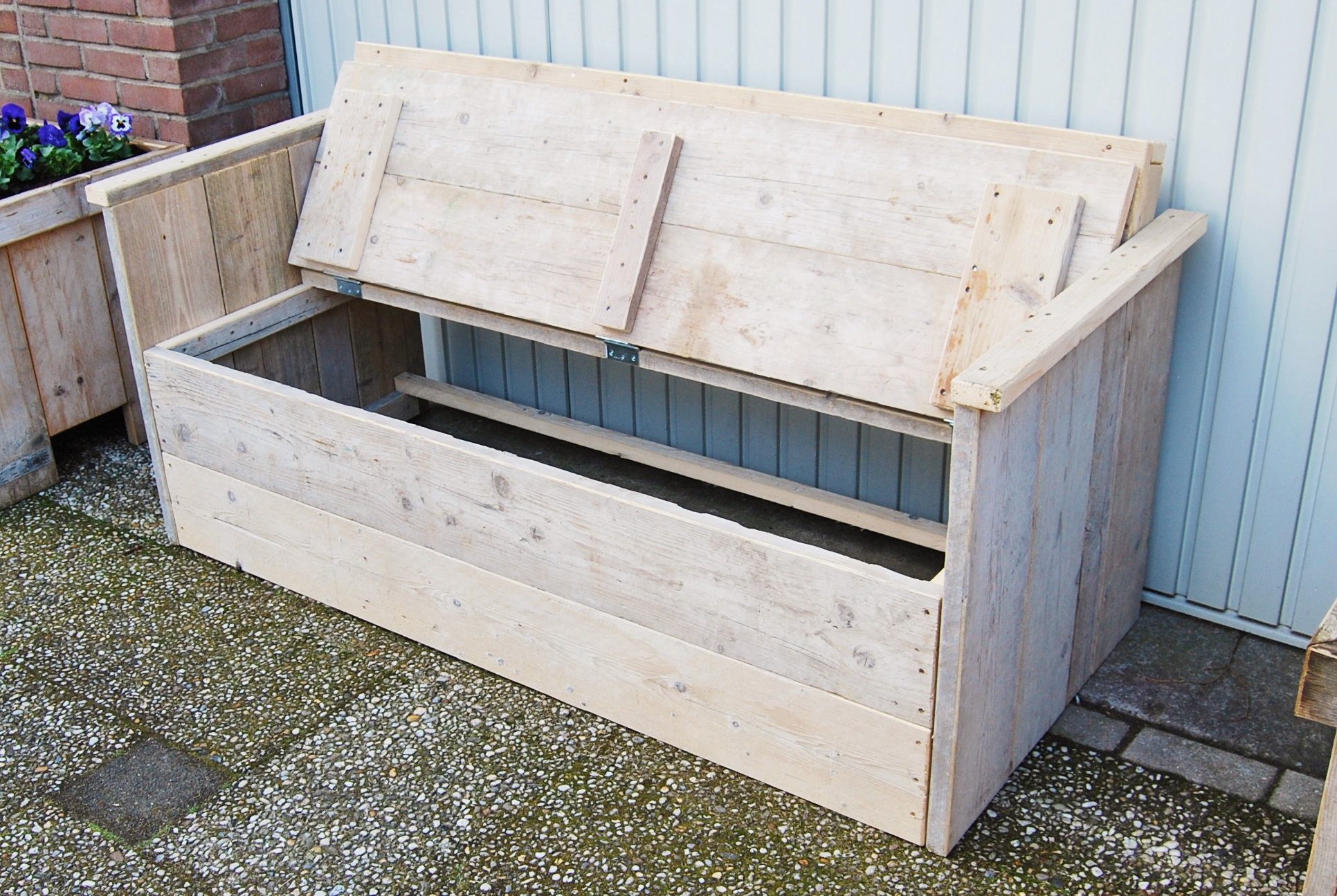 Grote tuinbank van steigerhout en kussens op maat te koop