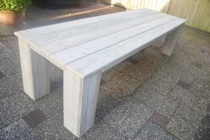 Tafel gebruikt steigerhout met blokpoot