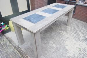 Tafel gebruikt steigerhout met natuursteen en blokpoten
