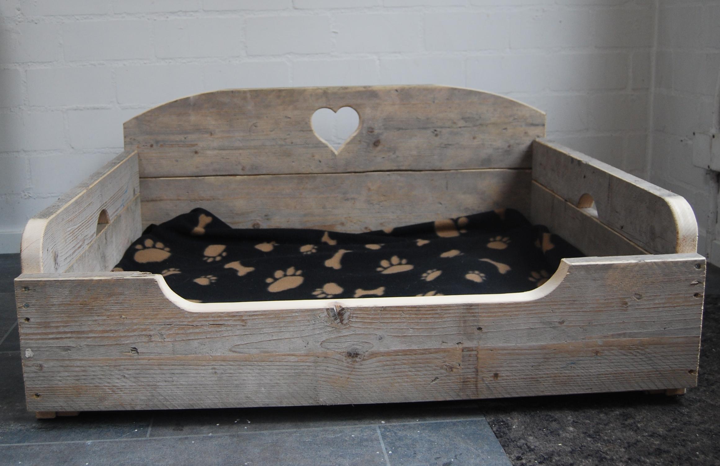 Beroemd Houten hondenbank of hondenbed op maat gemaakt van steigerplanken MW27